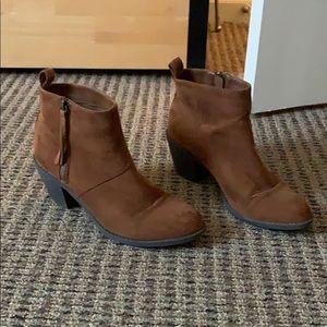 Cute fall brown booties!